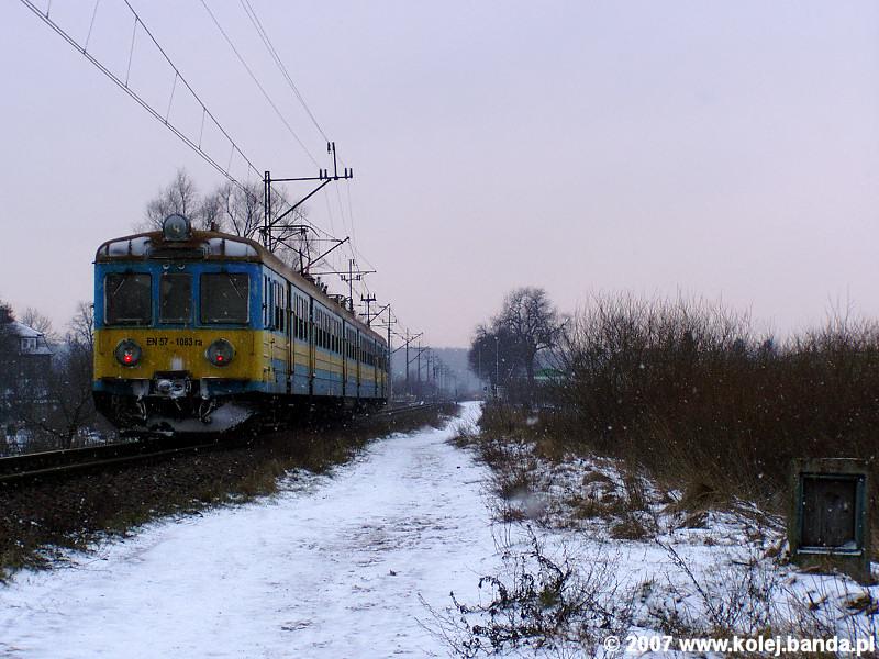 EN57-1083