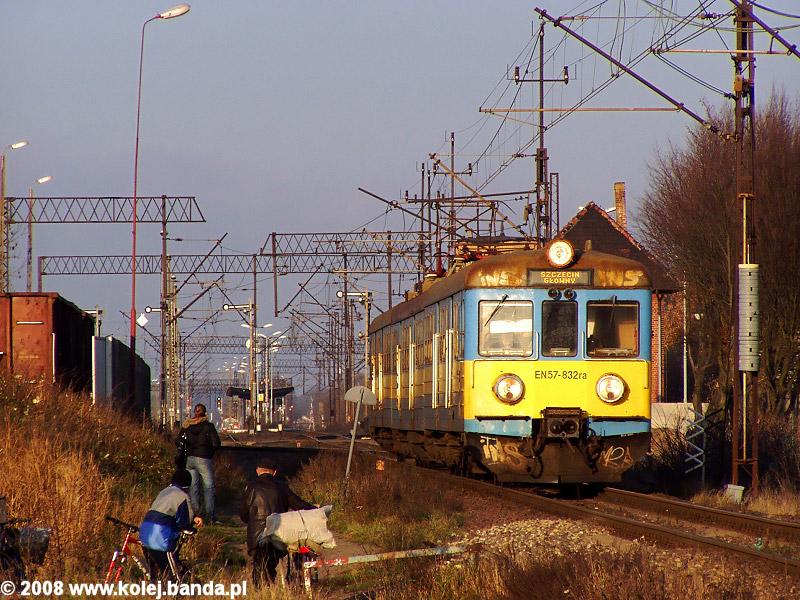 EN57-832