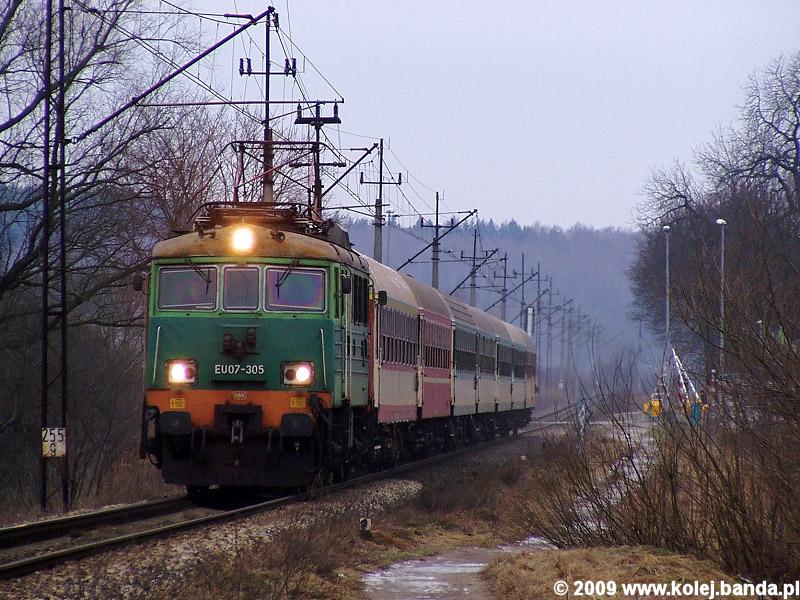 EU07-305