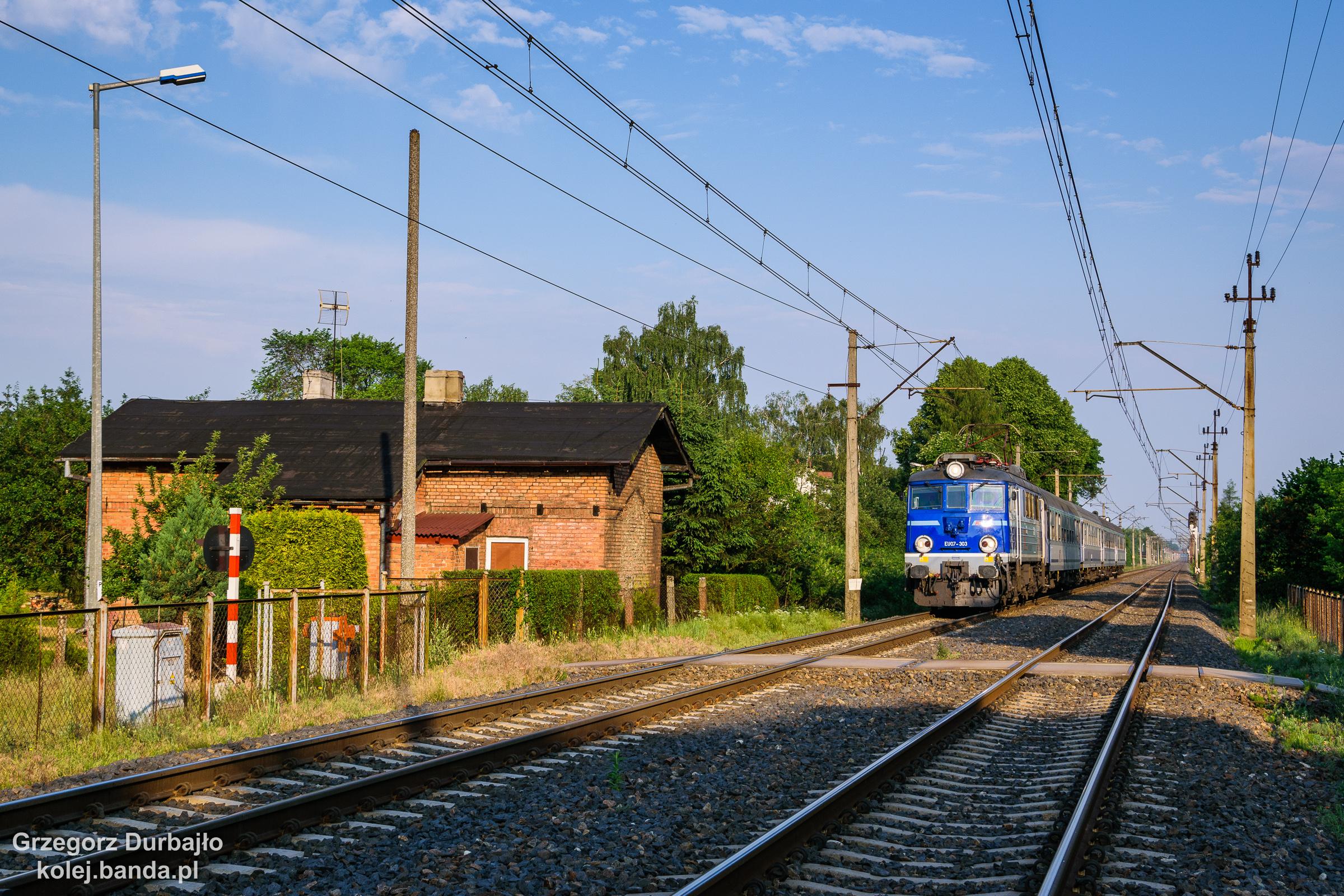 EU07-303